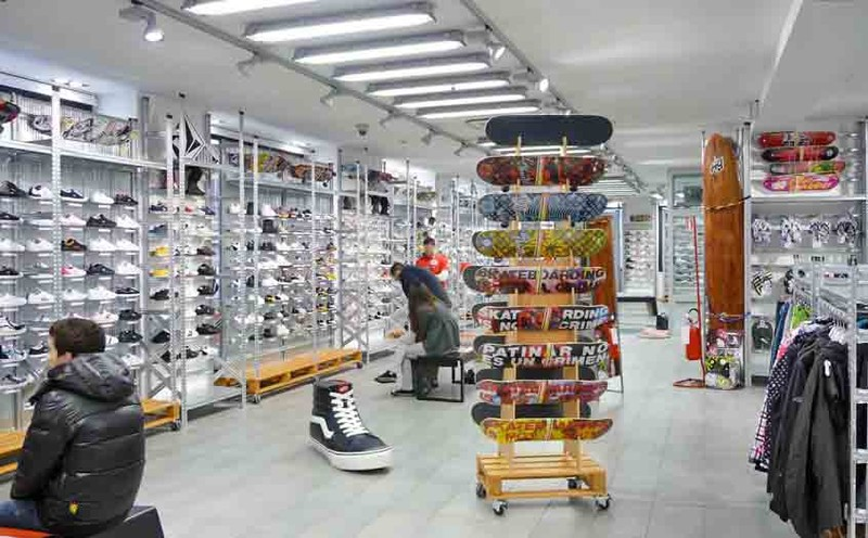 rayonnage magasin de sport