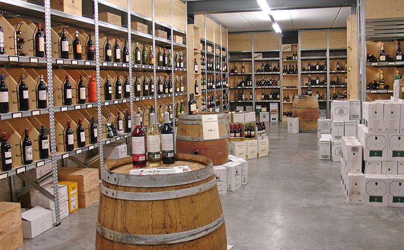 agencement de cave a vin 13 agencement magasin cave vin et spiritueux. Black Bedroom Furniture Sets. Home Design Ideas