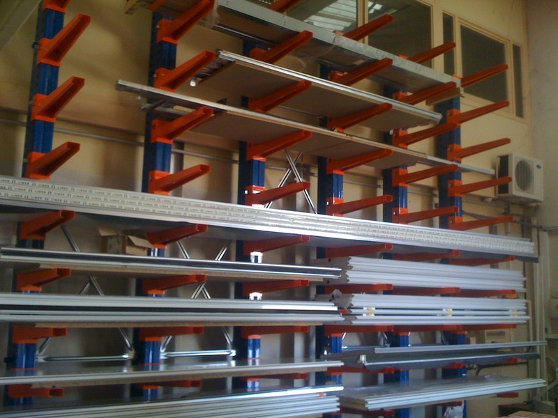 Rayonnage cantilever planches